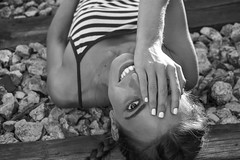 A medias. (@merchelas) Tags: portrait retrato vías train bw bwn white black blancoynegro