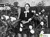 tm_2561 (Tidaholms Museum) Tags: svartvit positiv interiör uppvaktning 1940 vardagsrum blomsterkorg födelsedag