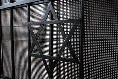 XE3F7286 (Enrique R G) Tags: sinagoga remuh remah cemetery kazimierz calle szeroka street ulika rabbimosesisserles synagogue synagoga cementerio cracovia cracow krakow poland polonia fujixe3 fujinon1024