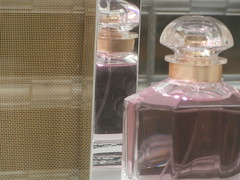 Guerlain (Roberto Urios) Tags: paris parigi vetrina vitrine profumi profumo perfum perfume perfums riflesso reflex flacone flaconi