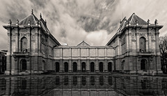 Musée des beaux-arts, Lille (Guillaume DELEBARRE) Tags: museum musée blackandwhite bw sigma1224mmf4556iidghsm canoneos6d reflection reflet noiretblanc nb nord nordpasdecalais france clouds cloudysky nuages nuageux architecture