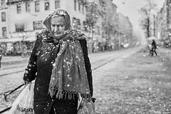 Mannheim Street Frau 395 b&w (rainerneumann831) Tags: bw blackwhite street streetscene ©rainerneumann urban monochrome candid city streetphotography blackandwhite