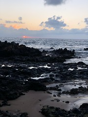 Short Maui Sunset (Jim Mullhaupt) Tags: sunset maui kihei hawaii cloudy gray sundown dusk sun evening endofday sky clouds color red gold orange pink yellow blue tree palm outdoor silhouette weather tropical exotic wallpaper landscape pacificocean beach island southpacific surfing surf vacation holiday travel usa family kids jimmullhaupt surfers waves boating coral volcano mountains photo flickr geographic picture pictures camera snapshot photography iphonex