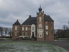 Kasteel Cannenburch (m.ritmeester) Tags: ngc kasteel gelderland groen rood wit oudheid architectuur veluwe vaassen