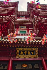 Buddha tooth relic temple in Chinatown, Singapore (UweBKK (α 77 on )) Tags: buddha tooth relic temple chinatown singapore buddhist buddhism religion religious building architecture red southeast asia sony alpha 77 slt dslr