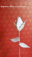 Mignonne, allons voir si la rose... de Viviane Berty 2018 (Viviane des Papiers) Tags: vivianeberty rosebud rose origami ronsard