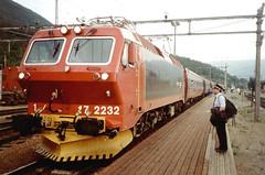 NSB El 17 2232 (Stig Baumeyer) Tags: electriclocomotive ellok elektrolokomotive elektrisklokomotiv nsb norgesstatsbaner henschel nebb nsbel17 el17 dovrebanen dovreline dovrebahn dombås dombåsstation dombåsstasjon bahnhofdombås personenzug passengertrain persontog