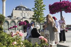 Mesquita de Konya, Turquia (olintoerafaelacicloturismo) Tags: cicloturismo viagem cicloviagem travel asia midleeast orientemédio turkey pessoas monumento mesquita praça konya turquia
