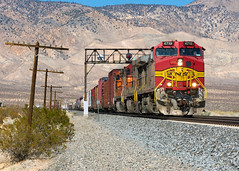BNSF 4713 @ Mojave, CA (Mathieu Tremblay) Tags: mojave california unitedstates us tehachapi pass bnsf burlingtonnorthernsantafe railroad railway chemindefer unionpacific up subdivision train locomotive c449w warbonnet ge generalelectric 4713 sony a65 sal70300g