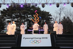 PyeongChang 2018 Olympic Torch Relay Day 100 (PyeongChang2018_kr) Tags: 2018평창 2018평창동계올림픽대회 2018평창동계패럴림픽대회 2018pyeongchang pyeongchang2018 pocog pyeongchangolympics pyeongchang pyeongchangparalympics torchrelay torchbearer torch 평창동계올림픽 평창조직위 평창동계패럴림픽 day100 100일