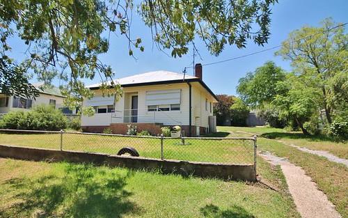 7 Blackett Av, Young NSW 2594