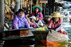 Damnoen Saduak (Valdas Photo Trip) Tags: thailand damnoen saduak street photography travel floating market