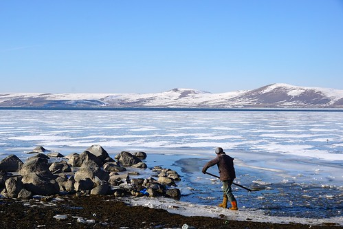 Shovelling away the ice on Lake Cildir