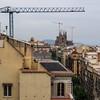 sur les toits de Barcelone (jemazzia) Tags: extérieur outside espagne barcelone toits roofs techos tetti daken église sagradafamilia grues