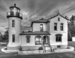 Admiralty Head Lighthouse (TW Olympia) Tags: lighthouse fortcasey hdr blackandwhite