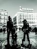 Madrid (Eliazar Torre) Tags: madrid españa spain ciudad city puertadelsolmadrid puertadelsol sol plaza callejeandoenmadrid callejeando cienciaficcion estatuasviviente contraluz movilgrafias