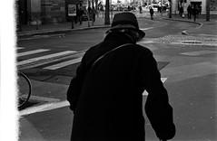 nouveaux épisodes (hugobny) Tags: ilford pentax p30 pan pentaxp30 pentaxlens smc 400 400iso strasbourg street semistand caffenol cl argentique analogue analog analogique