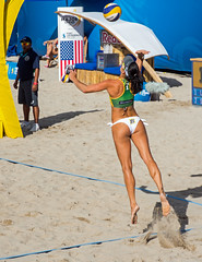 Match 58: Round of 16: USA vs. Brazil (cmfgu) Tags: craigfildesfineartamericacom fédérationinternationaledevolleyball internationalfederationofvolleyball fivb swatchfivbbeachvolleyballmajorseries worldtour fortlauderdale ftlauderdale browardcounty florida fl usa unitedstatesofamerica beach volleyball tournament professional sun sand tan athlete athletics ball net court set match game sports outdoors ocean palmtrees women woman bikini bra brazil brasil agathabednarczuk ágathabednarczuk olympian