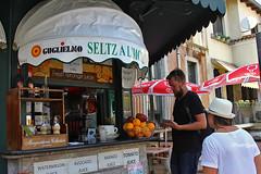 Seltz A Limone (JRodrigues.) Tags: img0172 2017 europe italy italia sicily sicilia taormina streetscene candid man woman bar terrace beverages fruits drinks juices