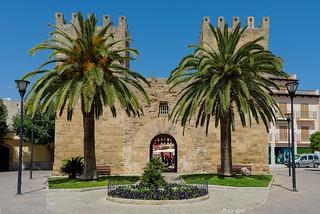 Tor der Festungswand, der historischen Stadt von Alcudia