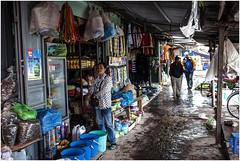 341- UN MERCADO CON GOTERAS - HALONG BAY - VIETNAM - (--MARCO POLO--) Tags: mercados exotismo rincones curiosidades