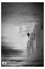 Reflejo Callejero - G16 2018-2573-2b (ROBERTO VILLAR -PHOTOGRAPHY-) Tags: rvphotografika lzphotografika lanzarotephotográfika mejorconunafoto photobank bn