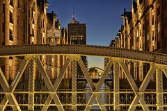 Sandbrücke - 07011801 (Klaus Kehrls) Tags: hamburg speicherstadt brücken speicher architektur fleete nachtaufnahme
