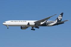 Air New Zealand Boeing 777-300ER; ZK-OKN@LAX;31.01.2018 (Aero Icarus) Tags: losangelesinternationalairport lax plane avion aircraft flugzeug klax california airnewzealand boeing777300er zkokn