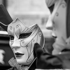 Mon beau miroir (Elyane11) Tags: annecy auvergnerhonealpes carnavalvenitien france hautesavoie costumes masques rue miroir reflets