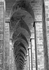 CV 269 (cadayf) Tags: 33 gironde monument ouvrage pont eiffel pierre stone arche nb bw hauteur perpective bridge architecture