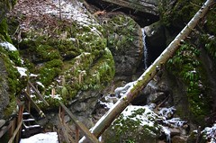 Steinwandklamm (anuwintschalek) Tags: nikond7000 d7k 18140vr austria niederösterreich steinwandklamm talv winter february 2018 lumi schnee snow ice jää eis sula tauwetter oja bach vesi wasser water steg brücke purre