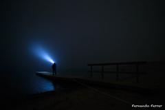 La Busqueda.jpg (Nando Ferrer) Tags: alarcón castillalamancha españa es embalse pantano embarcadero olmedilla nocturna niebla oscuridad light painting pintura de luz linternas cuenca
