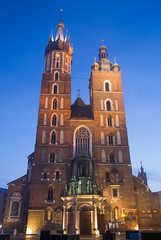 St. Mary's Basilica (HansPermana) Tags: krakow kraków krakau poland polen polska małopolska lesserpoland rynek city cityscape oldtown oldbuilding bluehour longexposure winter december 2017 lights building stmarysbasilica