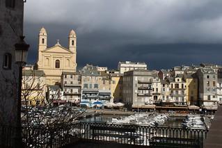 Jolie lumi_ère sur le vieux de port de Bastia , vers 11h50