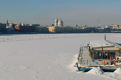 Hibernating on the Malaya Neva River - Зимуя на Малой Неве (Valery Parshin) Tags: russia saintpetersburg canoneos70d europe ice water river valeryparshin валерийпаршин санктпетербург stpetersburg tamron18200f3563diiivc monochrome blackandwhite ngc