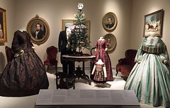 Victorian Christmas Display (Foxy Belle) Tags: museum costume 1800s clothing victorian era dress fashion