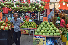 Festive Street Bazaar (chooyutshing) Tags: fruitstall pomelo festivestreetbazaar chinesenewyear2018 lunarnewyear festival attractions celebrations smithstreet chinatown singapore