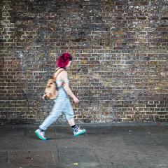 Red attitude (Julien Rode) Tags: city flou london londres personnage portfolio rouge rue street streetphotography urbain urban ville