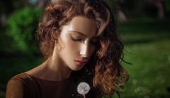 Silence (dontgiveacake) Tags: dandelion summe mood look wish girl shoulder green portrait beuty finesse