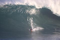 IMG_0416 copy (Aaron Lynton) Tags: jaws peahi surf xxl surfing wsl canin canon 7d maui hawaii bigwave big wave bigwavesurfing