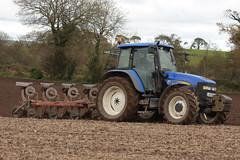 New Holland TM120 Tractor with a Kverneland 4 Furrow Plough (Shane Casey CK25) Tags: new holland tm120 tractor kverneland 4 furrow plough cnh nh blue newholland casenewholland traktori tillage trekker tracteur trator traktor ciągnik ploughing turn sod turnsod turningsod turning sow sowing set setting till tilling plant planting crop crops cereal cereals county cork ireland irish farm farmer farming agri agriculture contractor field ground soil dirt earth dust work working horse power horsepower hp pull pulling machine machinery nikon d7200