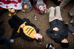 Mothers Against Guns, student lie-in at the White House to protest gun laws (Lorie Shaull) Tags: gunlaws gunreform washingtondc whitehouse teensforgunreform protest nra marjorystonemandouglashighschool protester