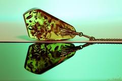 Speckled ... (Ute Scheele) Tags: makro macro macromondays mm macromandays indoor canon canoneos80d closeshot closeup eos80d eos green grün speckled reflection spiegelung tamron digital fleckig gefleckt gesprenkelt bernstein chainpendant amber jewelry jewellery ornament