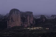 Amanecer en Riglos (Luis R.C.) Tags: amanecer paisajes pueblos viajes nikon d610