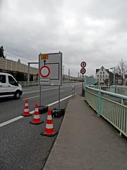 Hochwasser in Koblenz - Januar 2018 (onnola) Tags: koblenz rheinlandpfalz deutschland rhinelandpalatinate germany hochwasser flood überschwemmung fluss river rhein rhine schild sign ehrenbreitstein bundesstrase b42