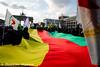 Kurden protestieren in Berlin gegen den Einmrsch der Türkei in Afrin (tsreportage) Tags: afrin berlin botschaft brandenburggate brandenburgertor demonstration efrin fahne flagge kundgebung kurden kurdistan kurds mitte pkk rojava russia russland syria syrien tuerkei turkey ypg attack demo embassy flag peace protest rally war ypj germany de