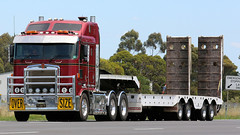 FLOAT U ~ Kenworth (Jungle Jack Movements (ferroequinologist)) Tags: float u floatu horne transport low loader chrome lara geelong melbourne vic victoria princes freeway truck tractor prime mover diesel injected motor engine driver cab cabin fast brake wheel exhaust loud rumble beast hood hp horsepower gear oil haul haulage freight cabover trucker drive carry delivery bulk lorry hgv wagon road highway nose semi trailer double b deliver cargo interstate articulated vehicle load freighter ship move roll power grunt teamster