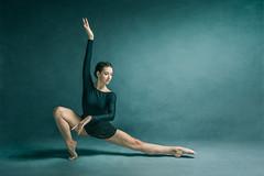 La Danza - Miryam (jmsoler) Tags: ballet portrait color nikkor2470mmf28 zaragoza gente girl españa jmsoler bowensgemini500r ballerina woman retrato mujer audicion estudio bowens nikond800 bailarina