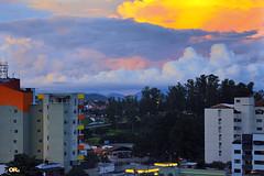 Urban beauty (Otacílio Rodrigues) Tags: céu cidade pôrdosol árvores trees prédios buildings nuvens clouds arquitetura architecture natureza nature urban resende brasil oro