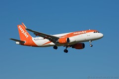 Airbus 320-214 (Kingfisher1951 David Ward) Tags: airliners airbus320214 easyjet bournemouthairport